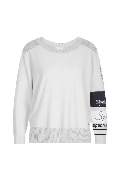 Trendy jumper in shiny yarn