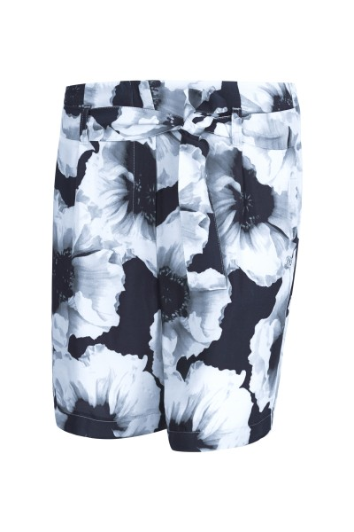 Summery shorts in all-over print