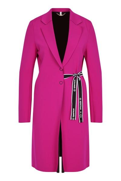 Feminine coat with lapel collar