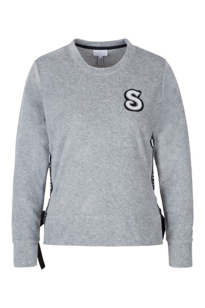 Sweater with logo ribbon