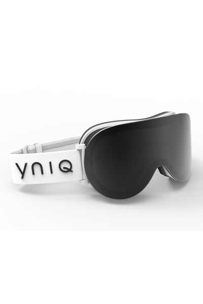 Ski goggles with ,dark lenses