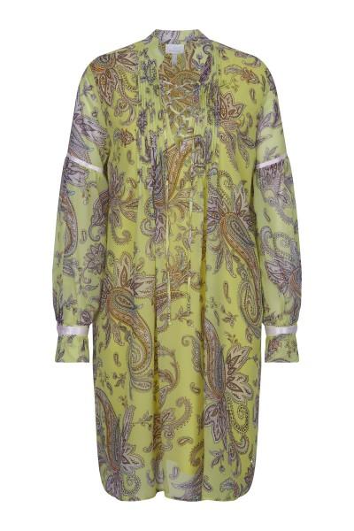 Sommerliches Kleid im Allover-Druck
