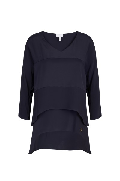 Elegant, loose-fitting blouse